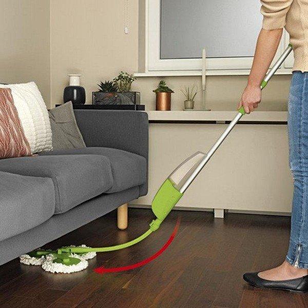 Учитывайте при выборе швабры, что ею должно быть удобно мыть пол под мебелью