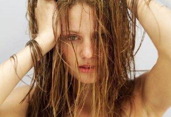 Жирные волосы: причины и лечение