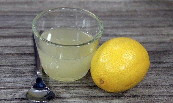 Лимонный сок может устранить загрязнения на темных коврах