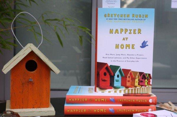 Англоязычное издание книги «Счастлива дома»