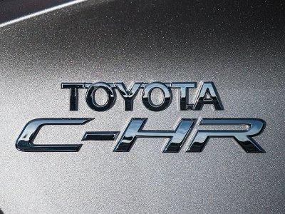 Продажи обновленного кроссовера Toyota C-HR начнутся до конца 2019 года