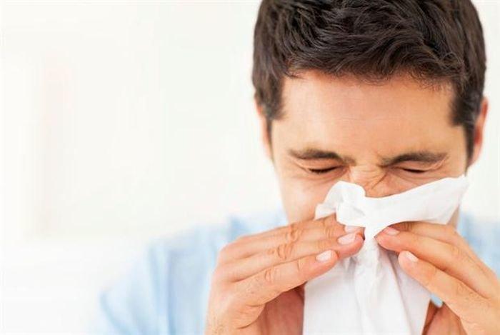 мужчина заболел гриппом