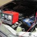 Опасно ли заряжать аккумулятор, не сняв с него клеммы автомобиля?