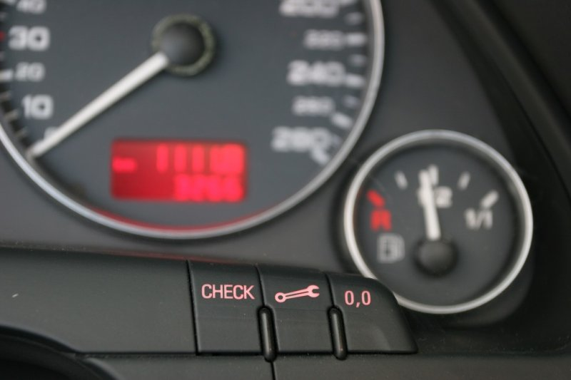 О чём может свидетельствовать мигающий «чек» двигателя