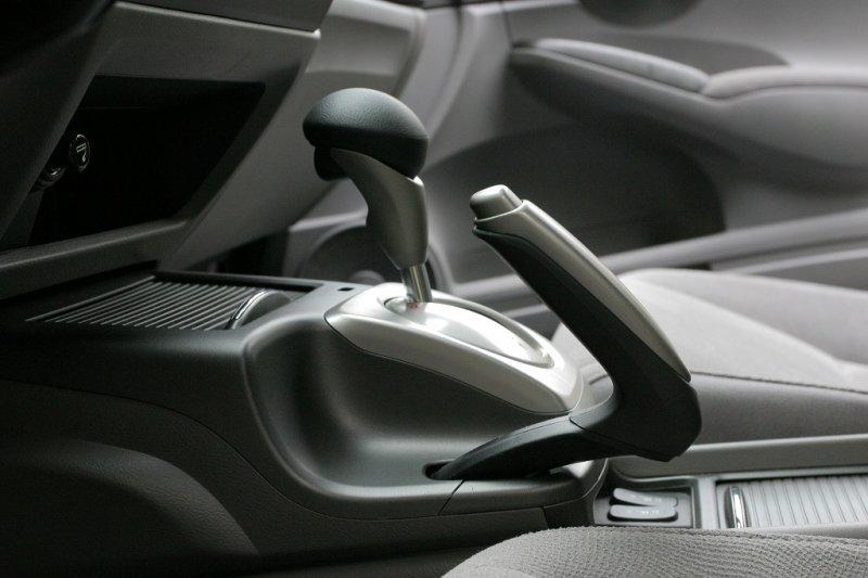 Как с помощью ручника остановить авто, если отказали основные тормоза?