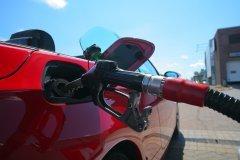 Почему нефть дешевеет, а цены на заправках только растут?