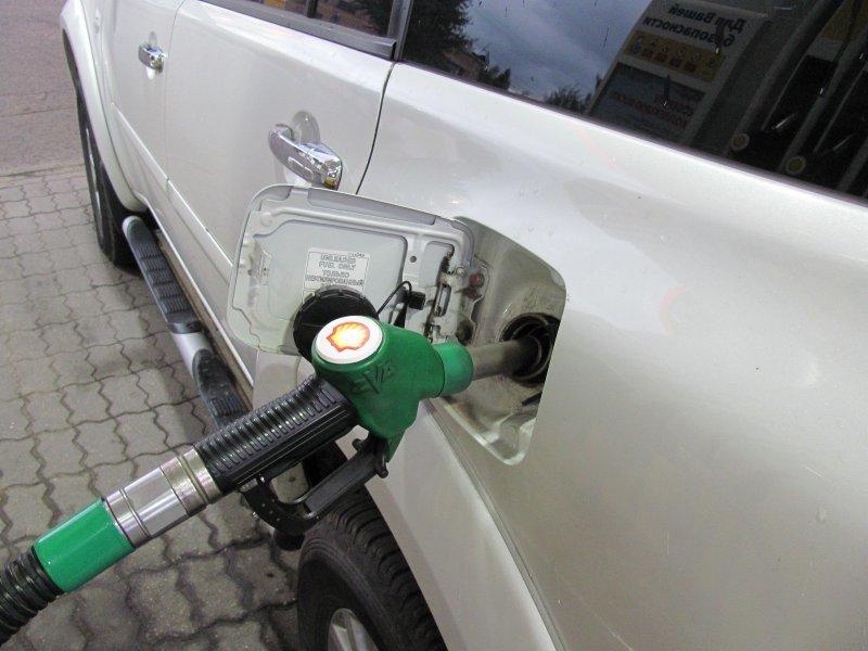 Почему у нас много нефти, но такой дорогой бензин?