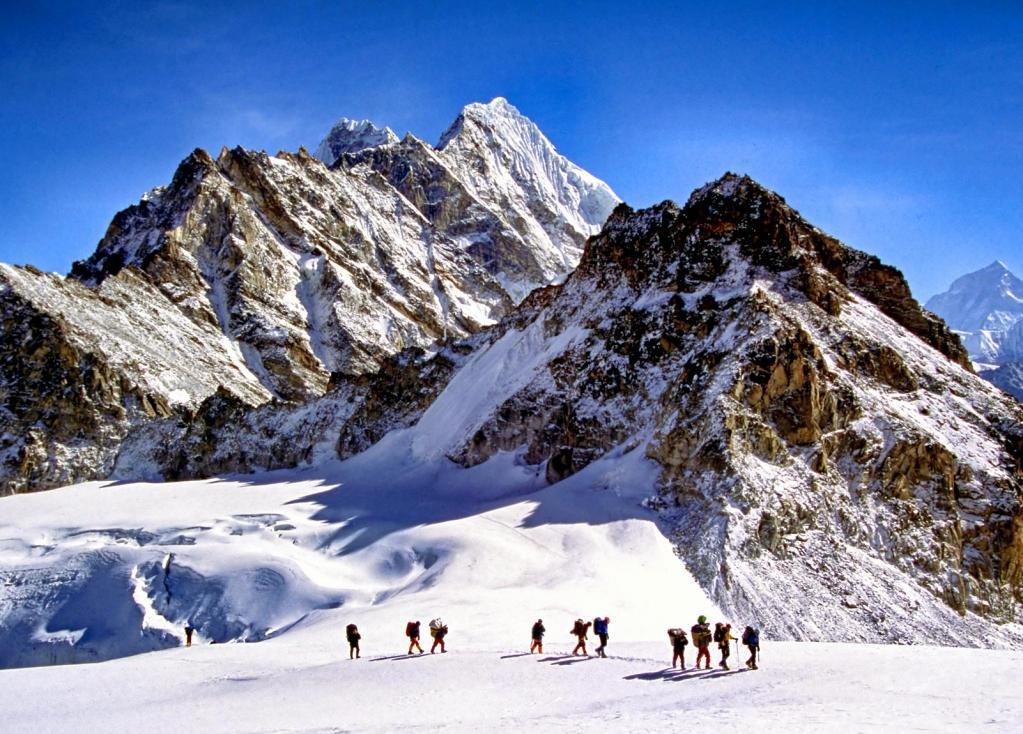 альпинисты в Гималаях