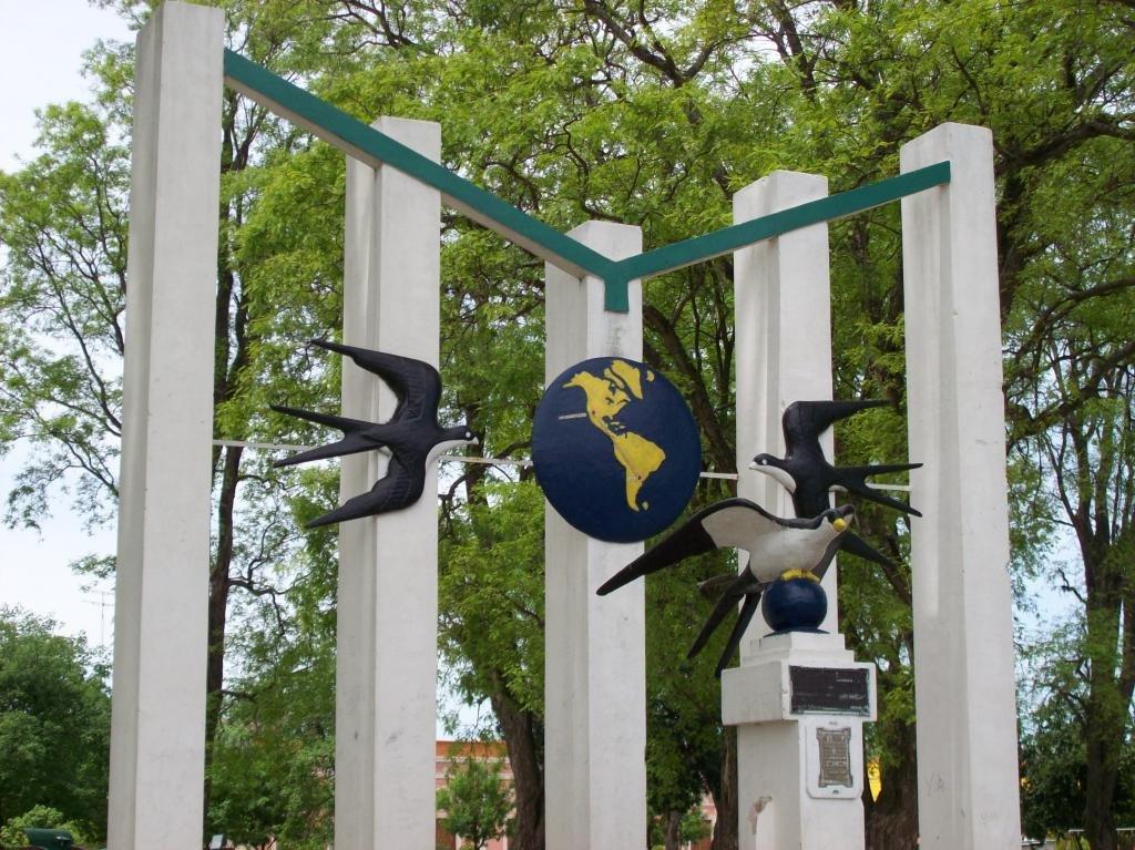 Памятник ласточкам в Аргентине