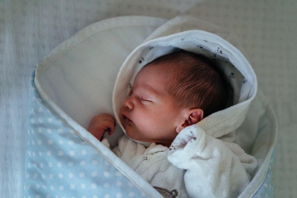 Новорождённый в голубом конверте