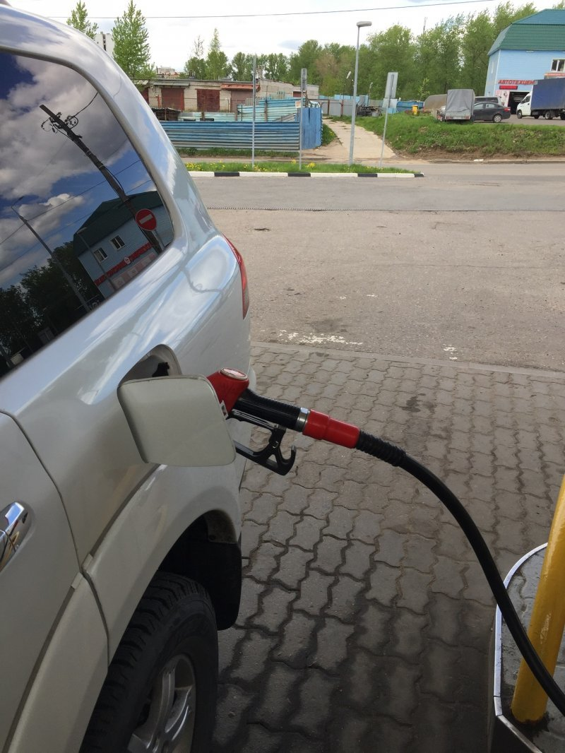 Как правильно заправлять машину, полный бак или по 10 литров
