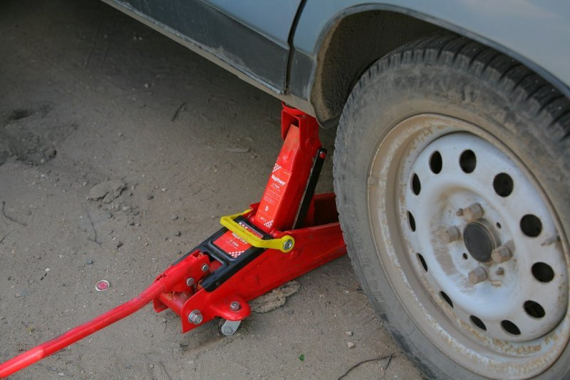 Рекомендации по правильному использованию домкрата при подъеме авто