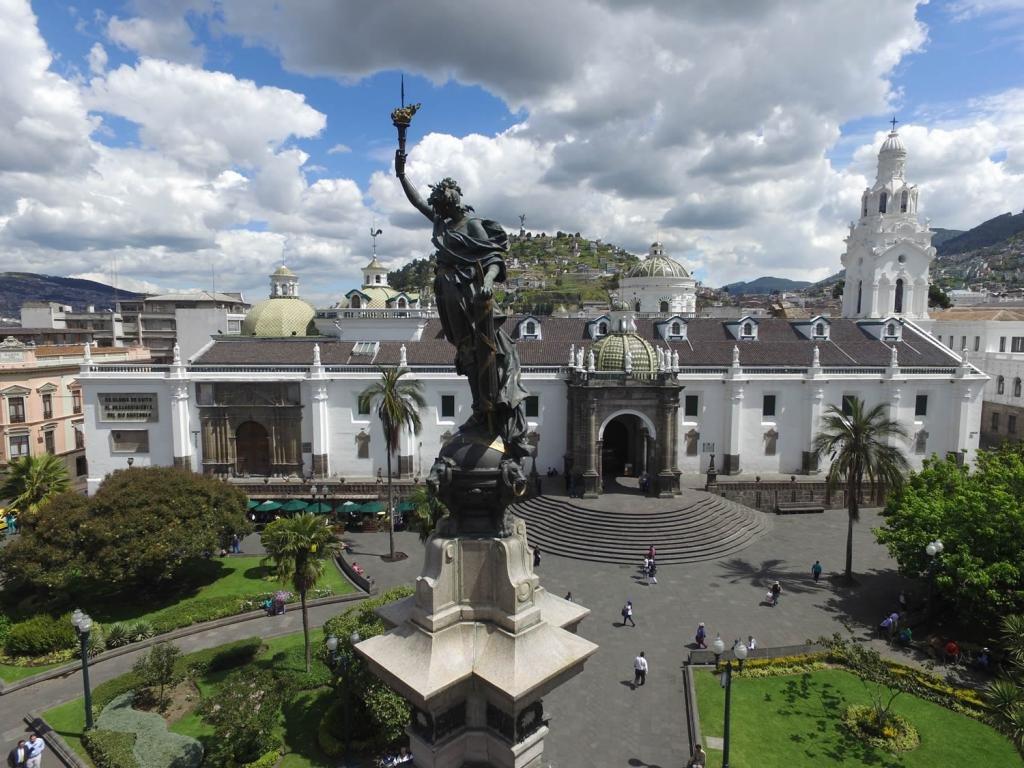 площадь Независимости в Кито