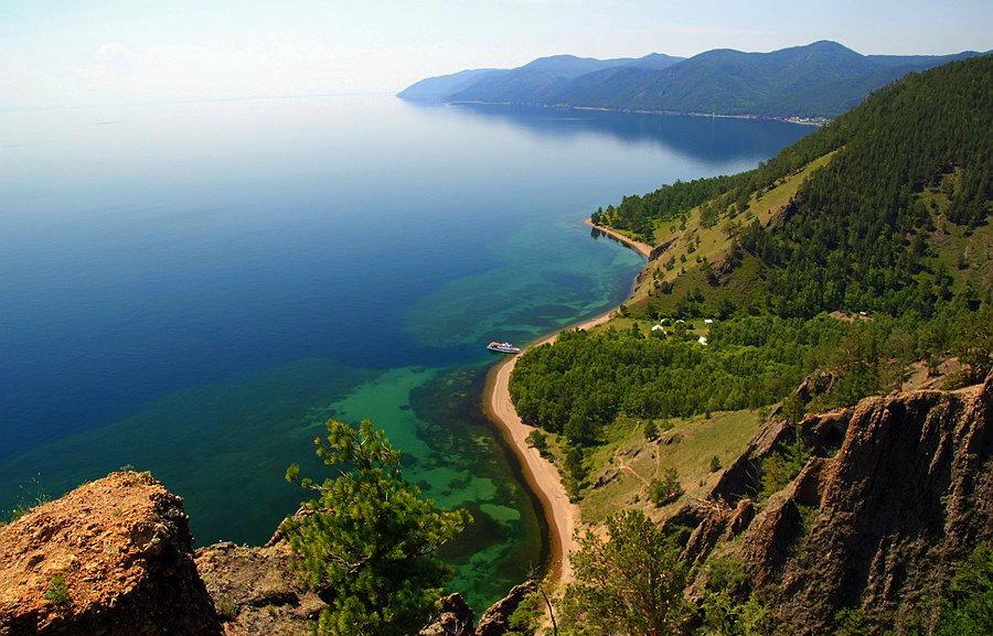 Вид на Байкал
