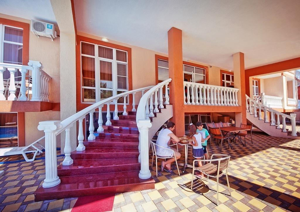 Отель в Дивноморском