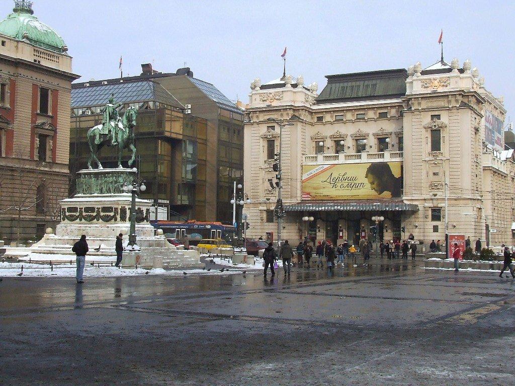 Площадь и памятник