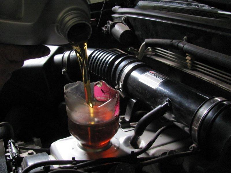 Как самостоятельно проверить качество и подлинность моторного масла