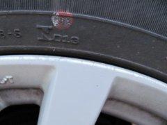 Для чего на шинах имеются красные и желтые метки