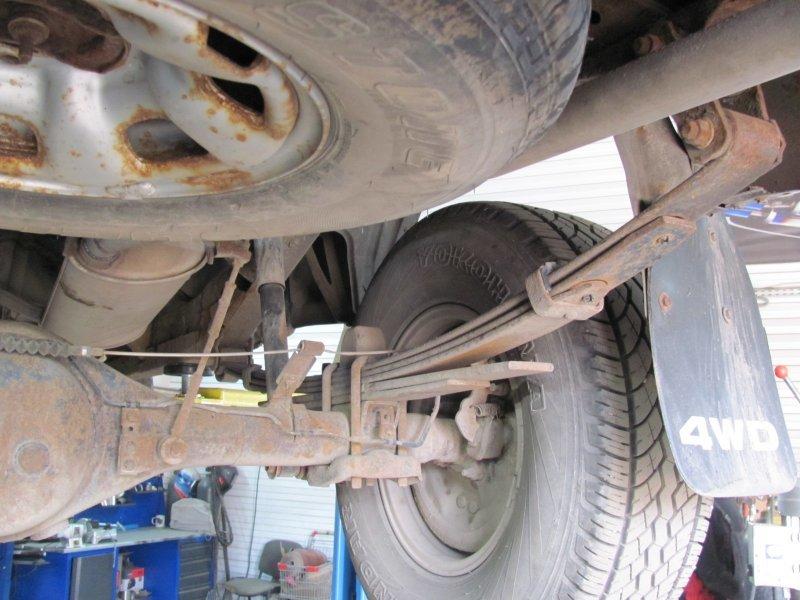 Стук в подвеске на кочках и неровностях дороги: основные причины