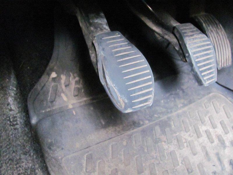 Нужно ли выжимать сцепление при пуске двигателя?