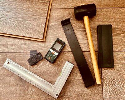Можно ли укладывать ламинат на деревянный пол