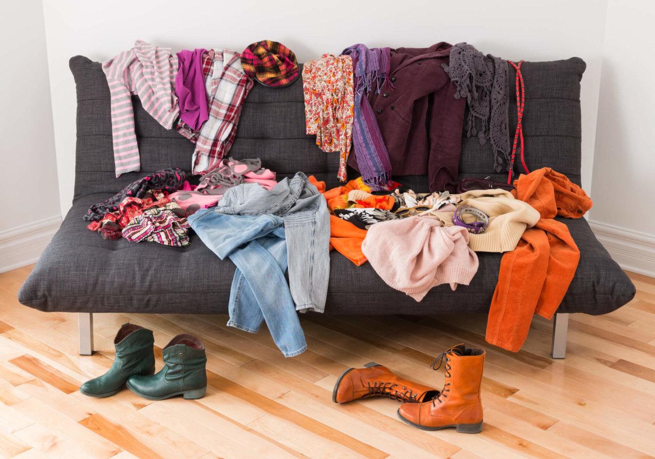 Разбросанная одежда